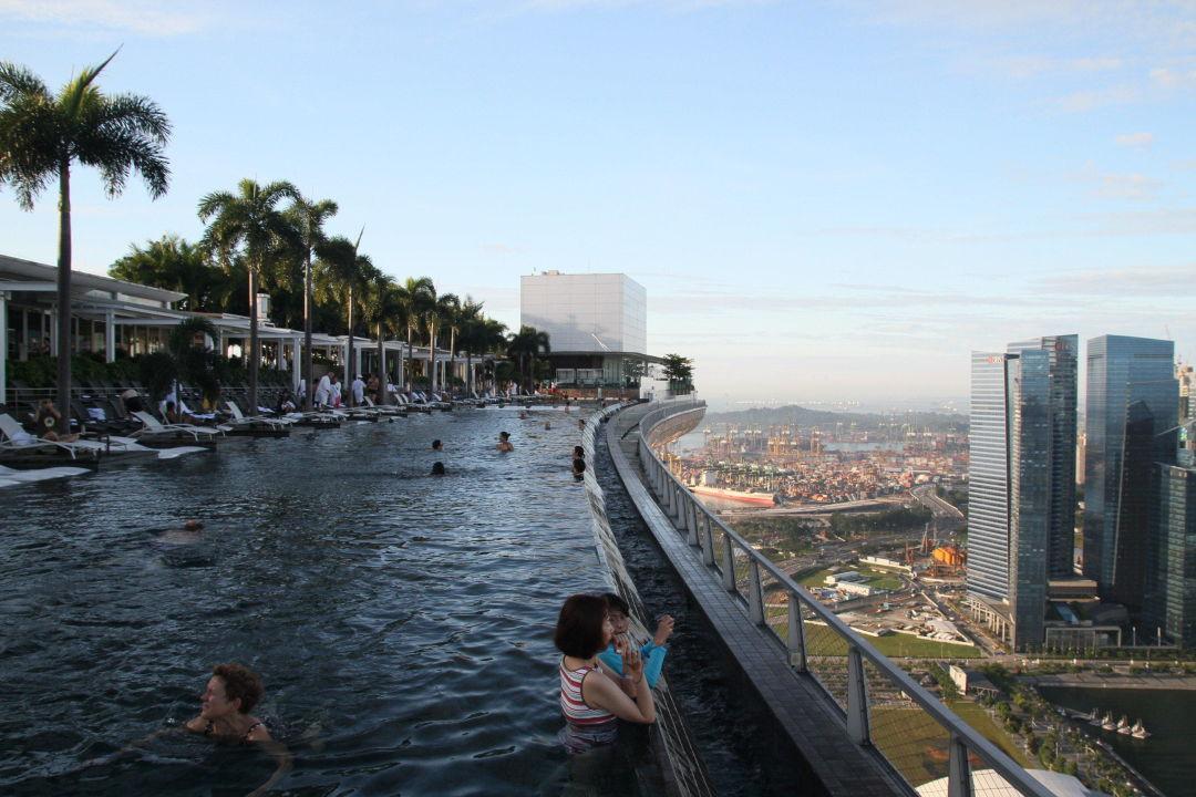 infinity pool marina bay sands singapur holidaycheck central district singapur. Black Bedroom Furniture Sets. Home Design Ideas