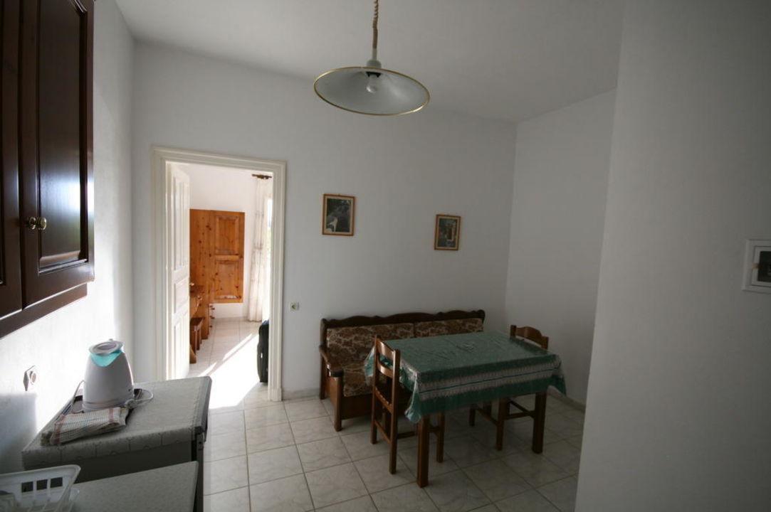 bild ofen zu villa silvia in acharavi. Black Bedroom Furniture Sets. Home Design Ideas