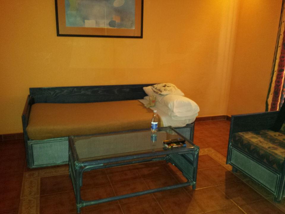 bett im wohnzimmer hotel park club europe playa de las americas holidaycheck teneriffa. Black Bedroom Furniture Sets. Home Design Ideas