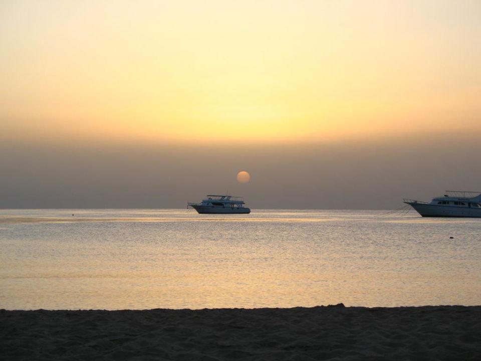 Sonnenaufgang Lotus Bay Beach Resort