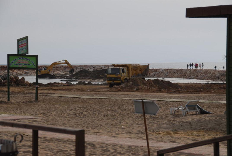 Bauarbeiten am Strand Sunis Evren Beach Resort Hotel & Spa