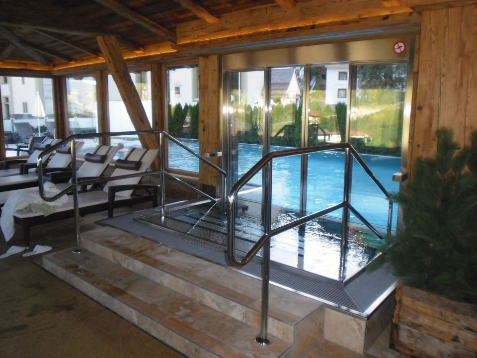 pool auf der dachterrasse hotel alte post fieberbrunn holidaycheck tirol sterreich. Black Bedroom Furniture Sets. Home Design Ideas
