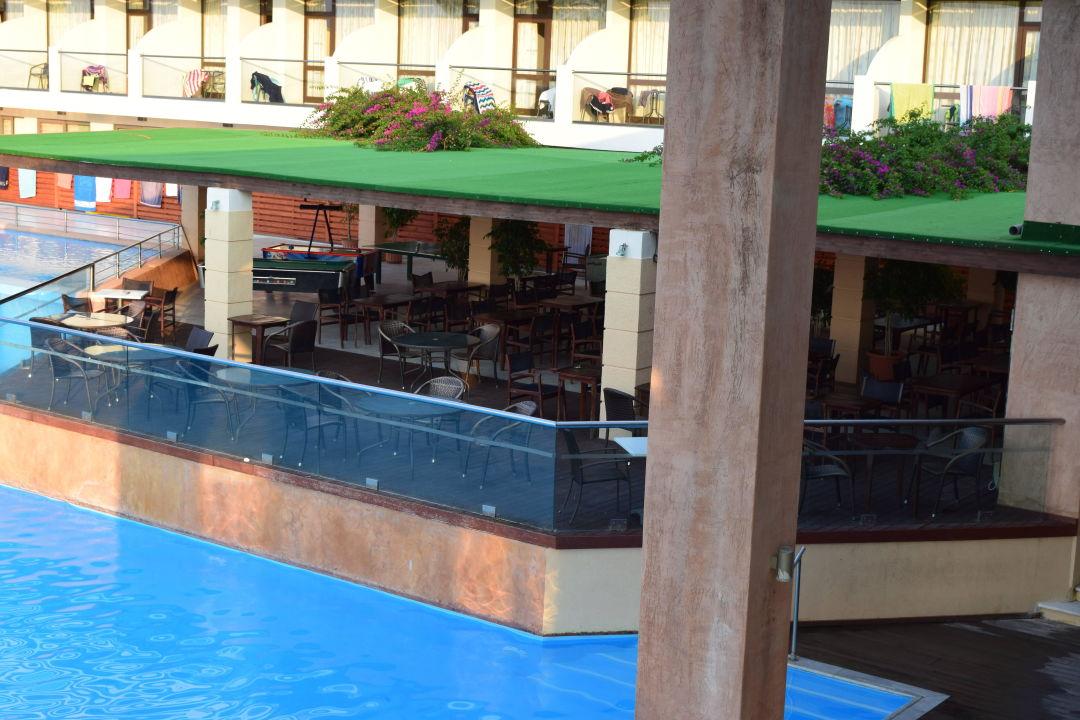 Poolbar  Hotel Oceanis Beach