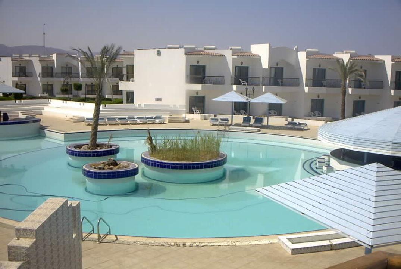 Poollandschaft, vom Balkon aus Hotel Regina Nuweiba Resort