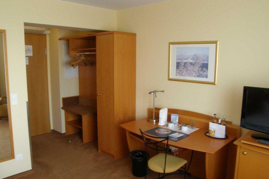 Zimmer 808 Diele Mit Schrank Best Western Macrander Hotel Dresden
