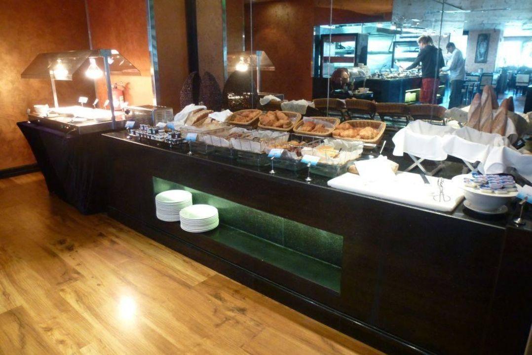 Brot und Kuchenauswahl Cristal Hotel