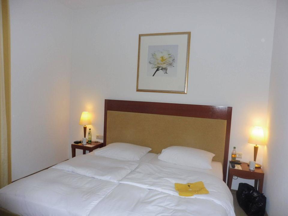 Breites Bett Bettware Neuwertig Hotel Novotel Hildesheim
