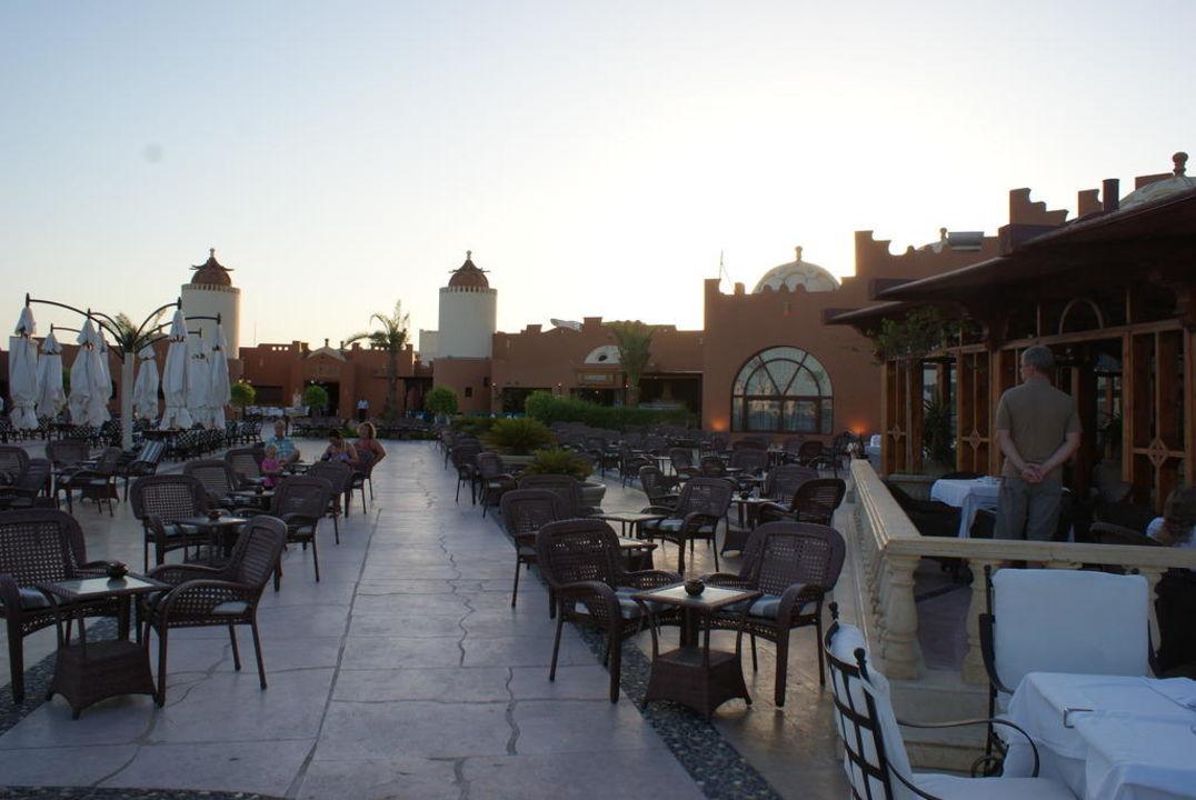 Aussenbereich Bar und Buffet SUNRISE Select Royal Makadi Resort