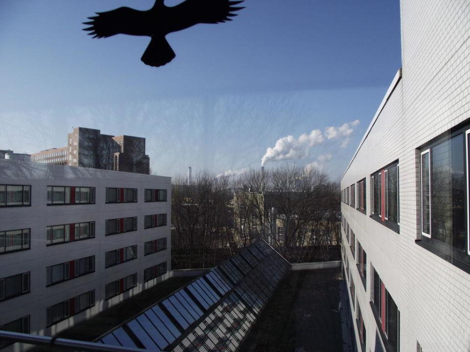 Außblick zwischen den Blocks Holiday Inn Hotel Berlin - City West
