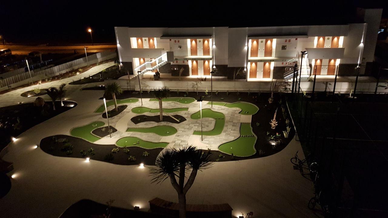 Außenansicht Hotel Lava Beach