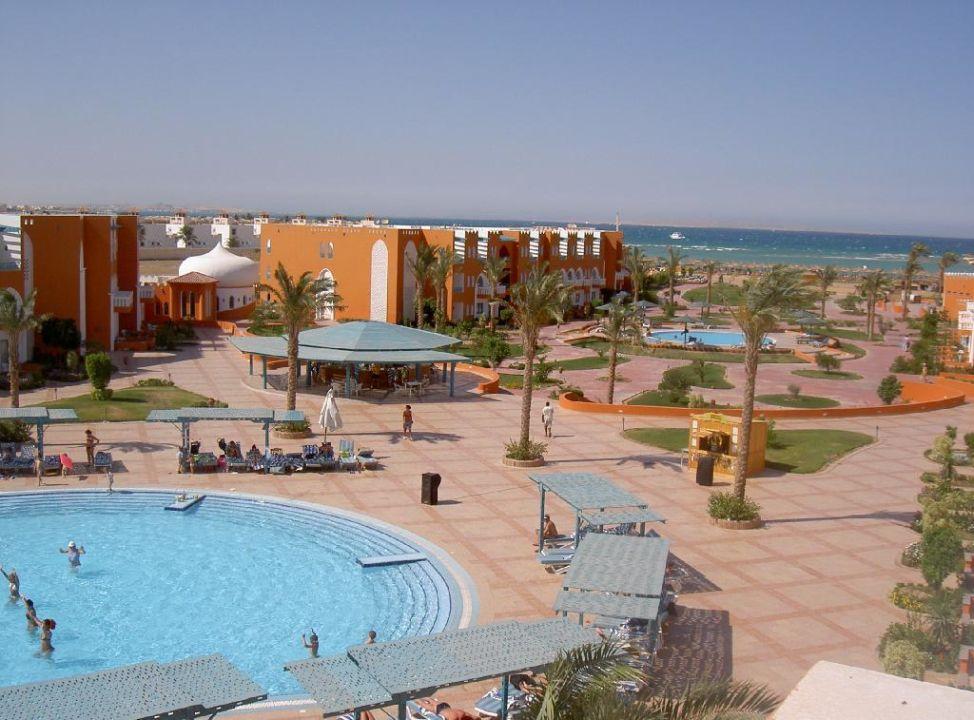 Überblick Pool und Beach SUNRISE Garden Beach Resort