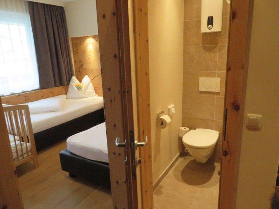 bild kinderzimmer zu kinderhotel zell am see in zell am see. Black Bedroom Furniture Sets. Home Design Ideas