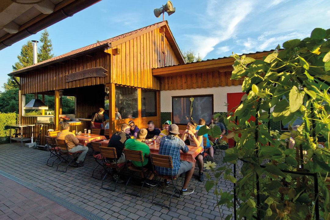 Biergarten Vom Restaurant Mit Grillecke Hotel Auf Dem Simpel