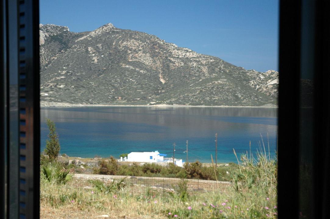 Blick vom Zimmer auf die kleine Insel Nikouria Apartments Agios Pavlos