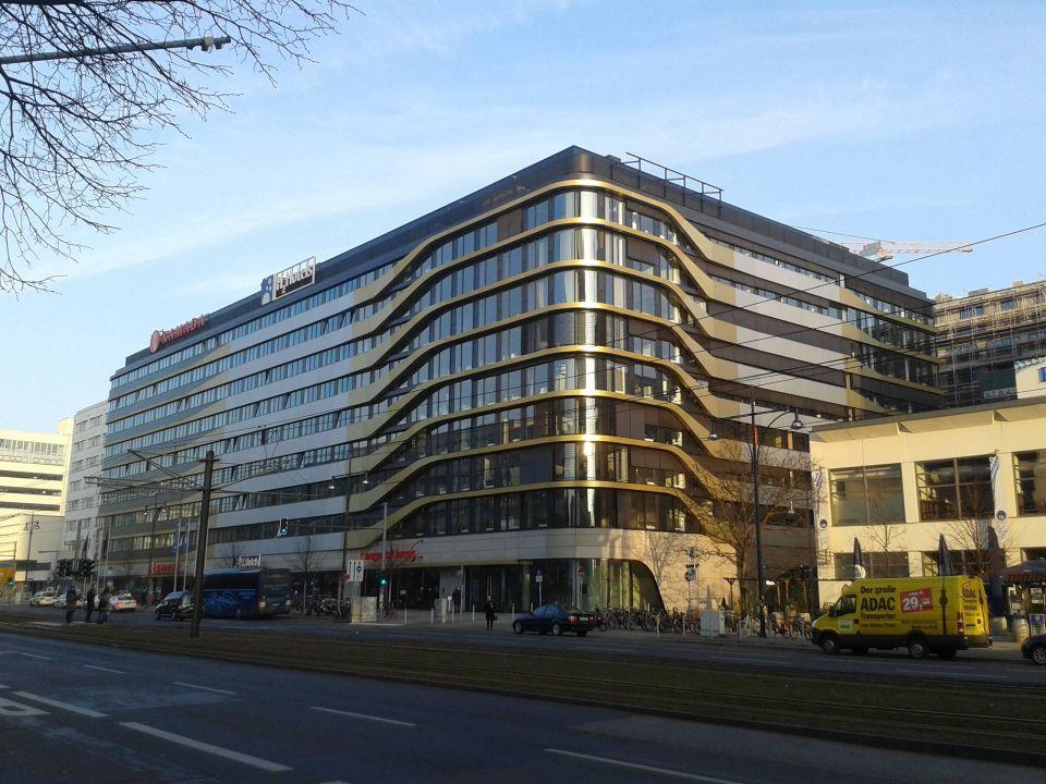 bild zimmer zu ramada hotel berlin alexanderplatz in. Black Bedroom Furniture Sets. Home Design Ideas