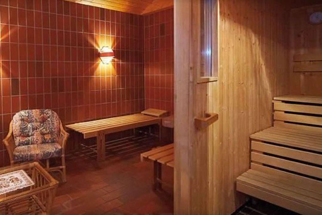 unsere kleine sauna mit infrarotkabine hotel salzburger. Black Bedroom Furniture Sets. Home Design Ideas