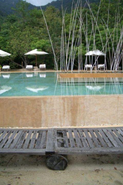Kaputte Liege am Pool Hotel Six Senses Ninh Van Bay