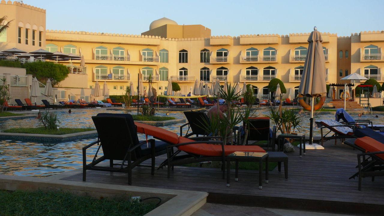 hier sind die matratzen dick kairaba mirbat resort mirbat holidaycheck dhofar oman. Black Bedroom Furniture Sets. Home Design Ideas