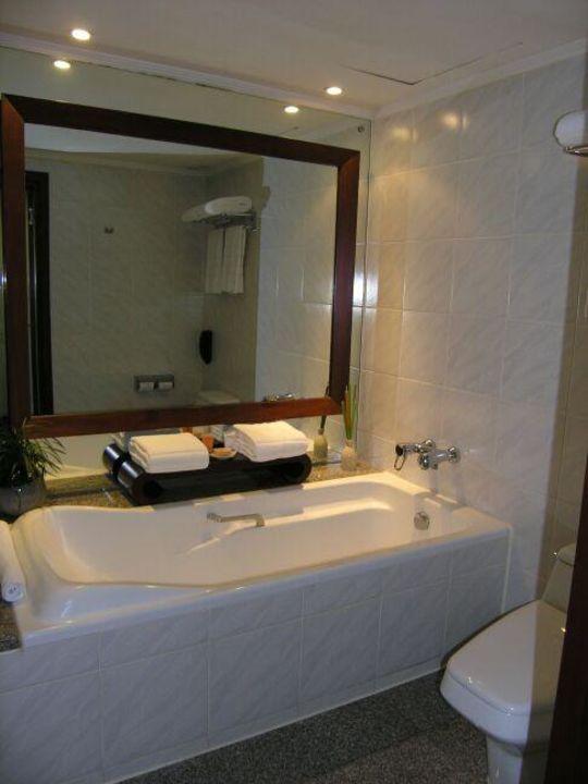 Sofitel Silom - Badewanne im Bad des Clubzimmers Hotel Pullman Bangkok Hotel G