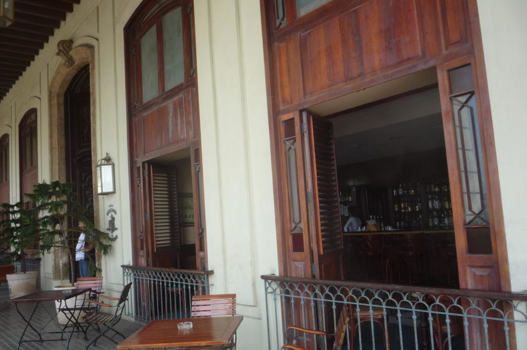 Blick von außen in die Bar Hotel Armadores de Santander
