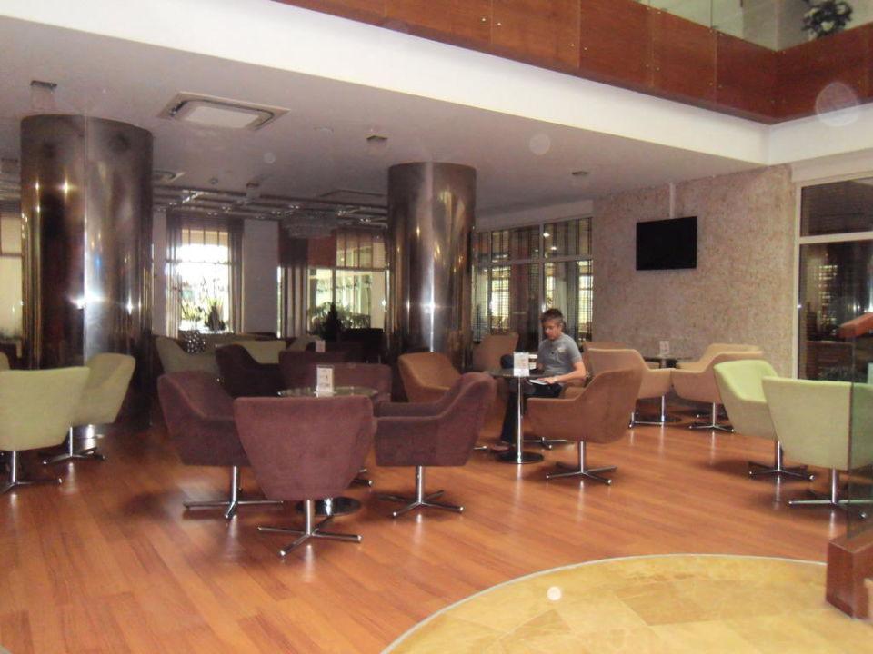 Sitzmöglichkeiten der Patisserie Sunis Evren Beach Resort Hotel & Spa