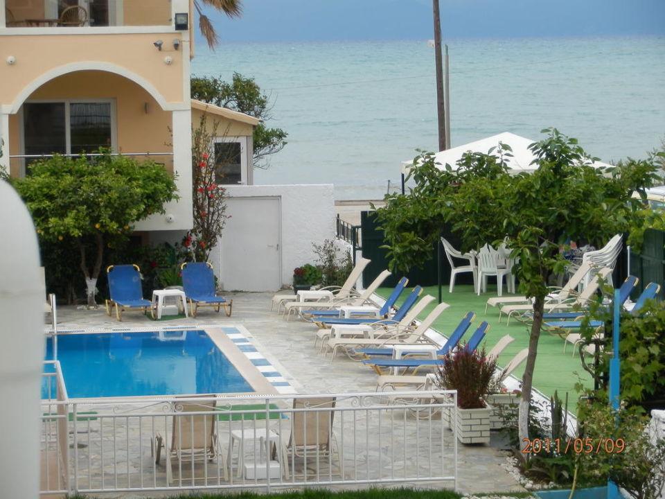 Ausblick vom Balkon links Hotel Coral