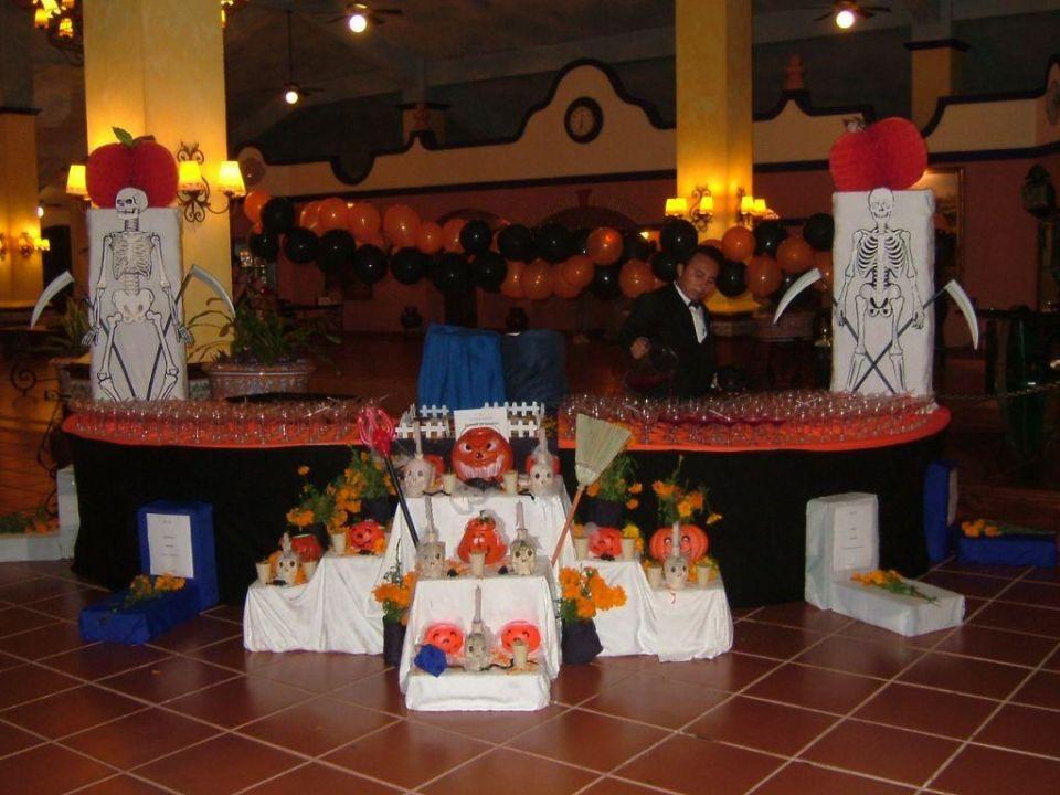 Vorbereitung für Allerheiligen-Umtrunk Hotel Riu Yucatan