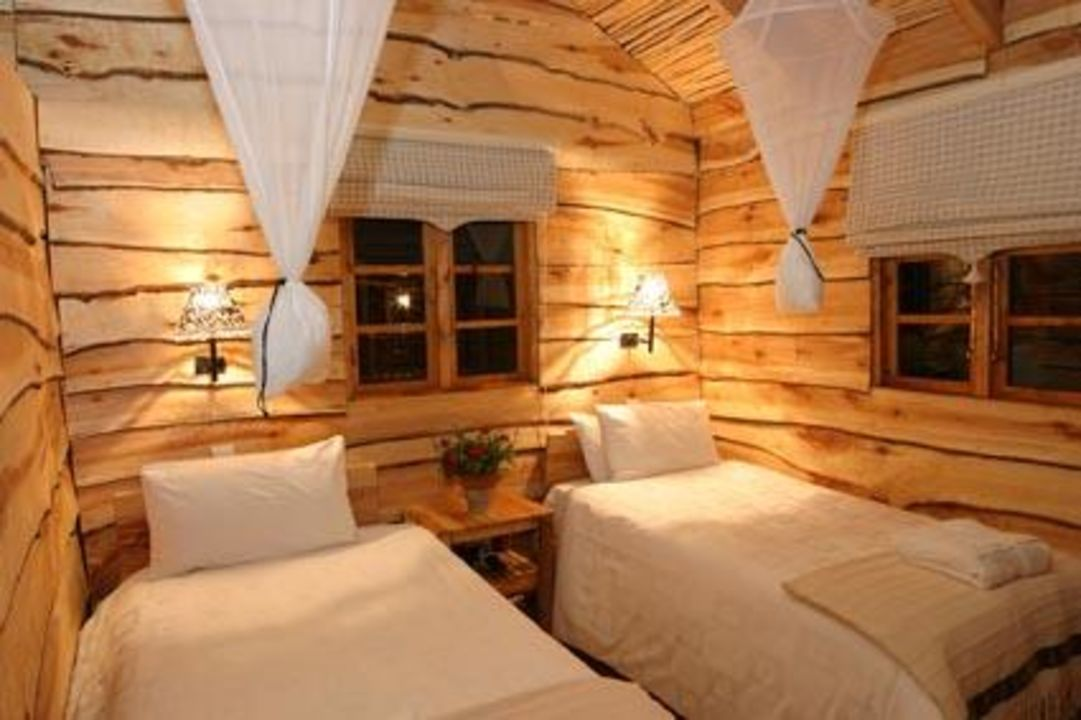 Rustikales Schlafzimmer in einem der Ferienhäuser \