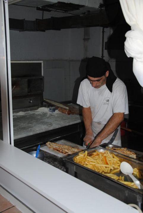 Zubereiten vom Essen Aska Hotel Just in Beach