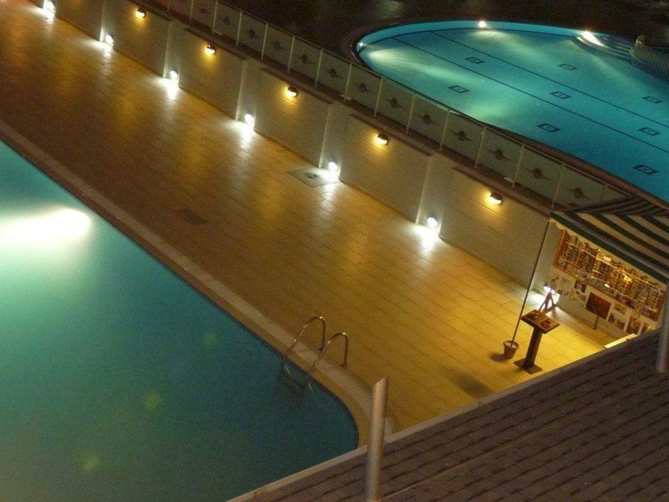 Vergleich unseres Pools zum Nachbarpool White City Beach Hotel