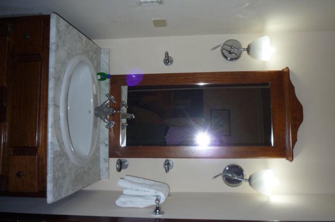 Waschbecken (je nach Zimmer außerhalb des Bades) Hotel Armadores de Santander