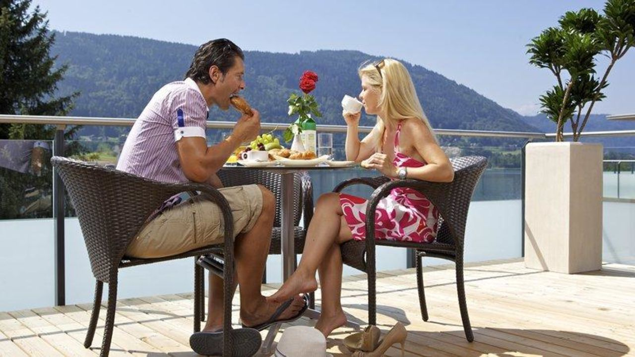 Jede Ferienwohnung mit großen Balkon / Terrasse Apart Hotel Legendär