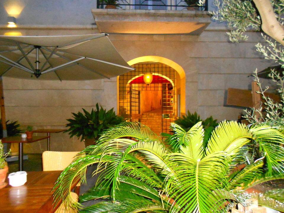 Gemütlicher Innenhof UR Hotel Misión de San Miguel