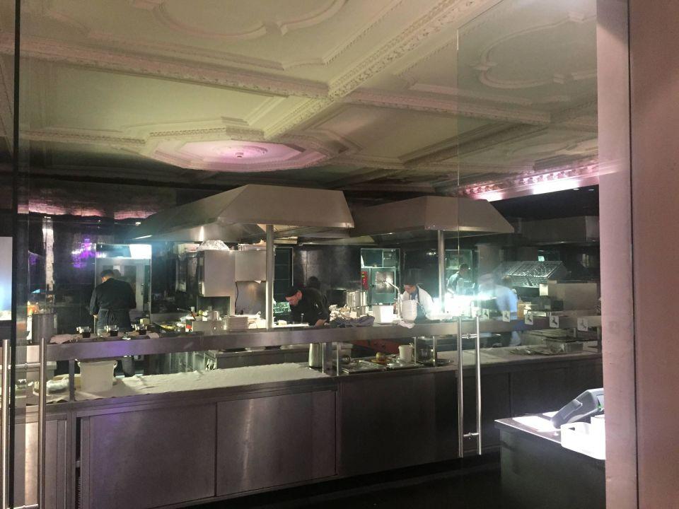 Offene Küche im Restaurant\