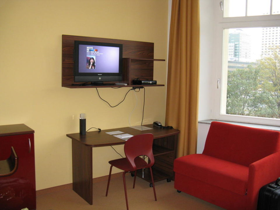 TV Anlage mit Schreibtisch Royal International