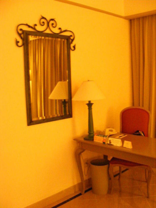 """Tisch"" Hotel Fiesta Americana"