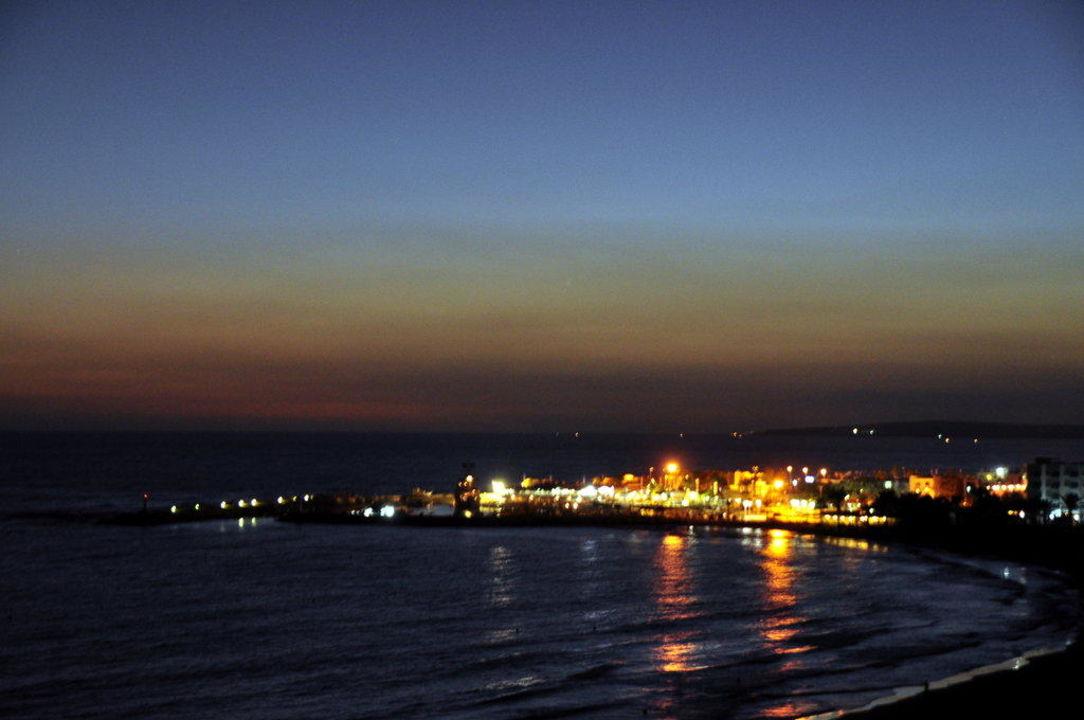 Wenn es Nacht wird im Hafen Hotel Alion Beach