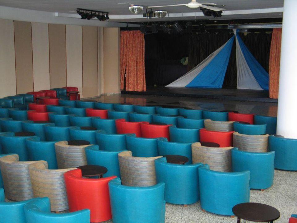 Showbühne für Animation in der Empfangshalle Relaxia Lanzasur Club