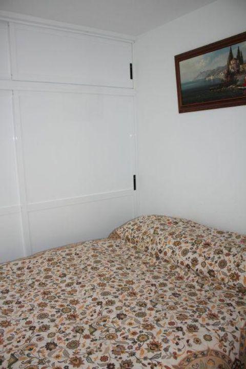bild gro er k hlschrank mit gefrierfach zu ferienwohnung tamaide. Black Bedroom Furniture Sets. Home Design Ideas