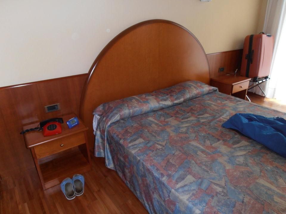 bett hotel continental garda holidaycheck venetien italien. Black Bedroom Furniture Sets. Home Design Ideas