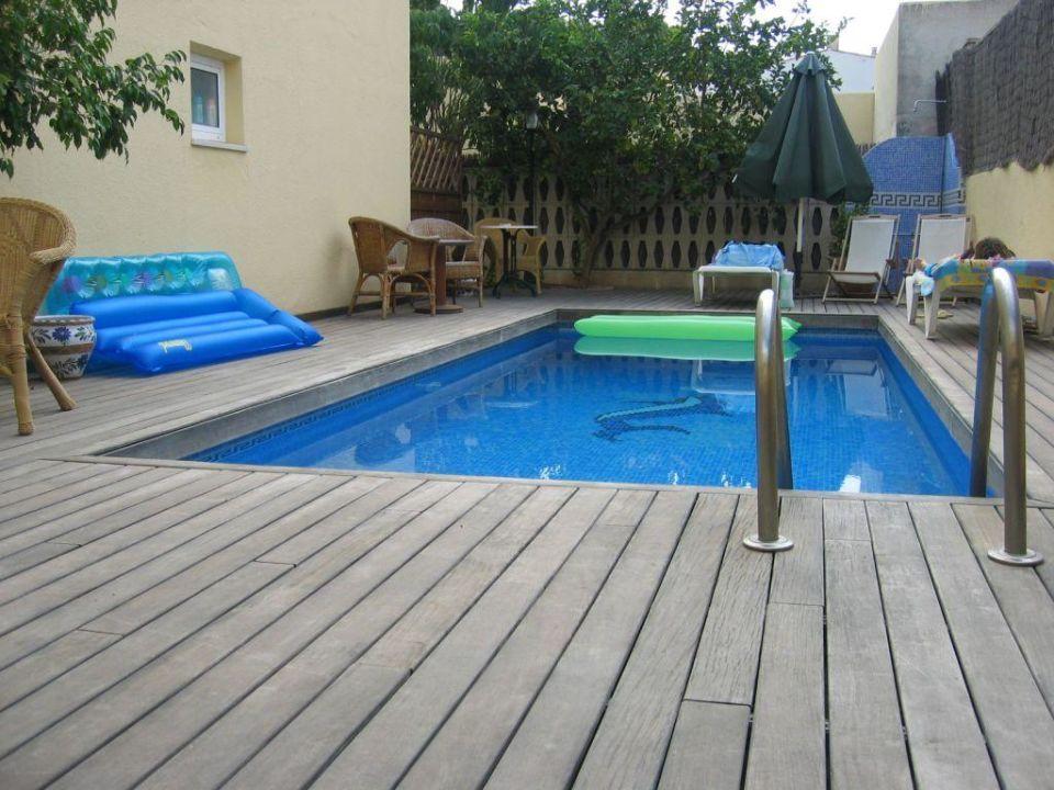 stunning holzterrasse mit pool images. Black Bedroom Furniture Sets. Home Design Ideas