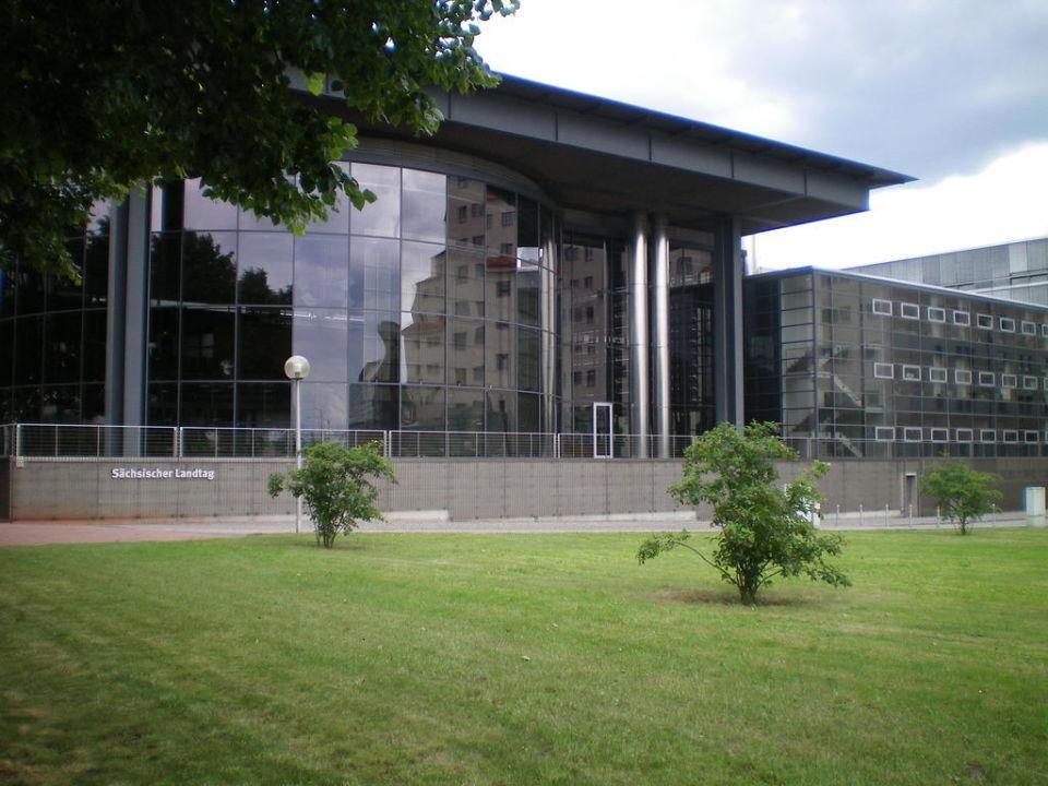 Sächsischer Landtag neben Maritim Hotel Maritim Hotel Dresden