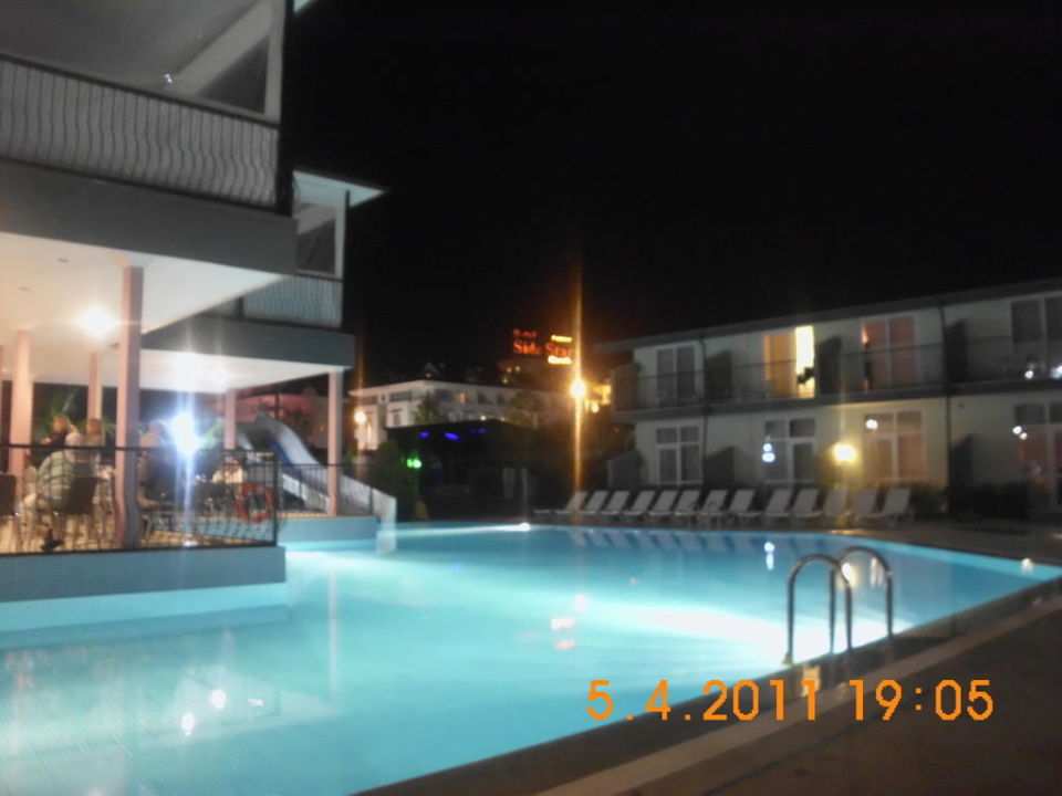 Pool um 20:00 Uhr super Sun Club Hotel