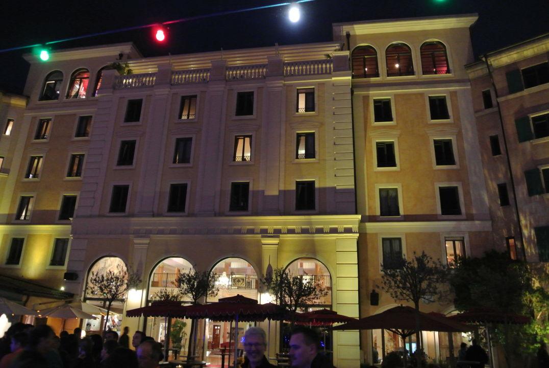 Bild innenhof zu hotel colosseo europa park in rust - Hotel colosseo europa park ...