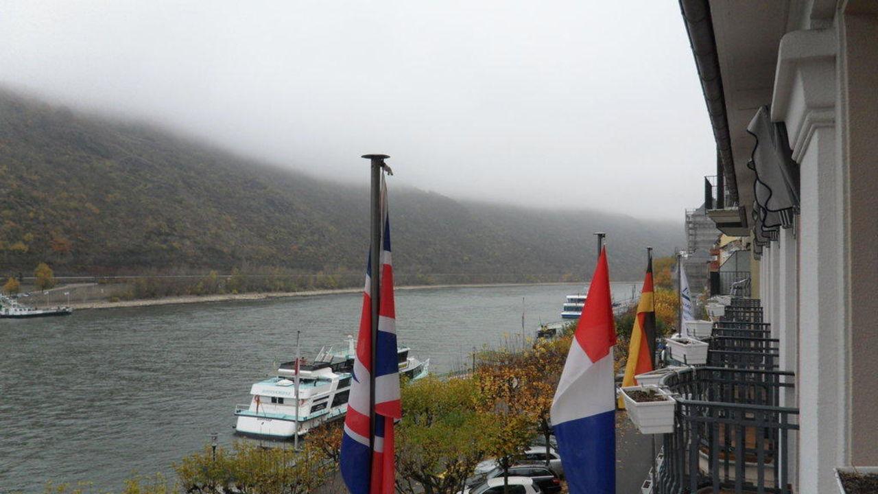 Blick vom Balkon Richtung Loreley Bellevue Rheinhotel