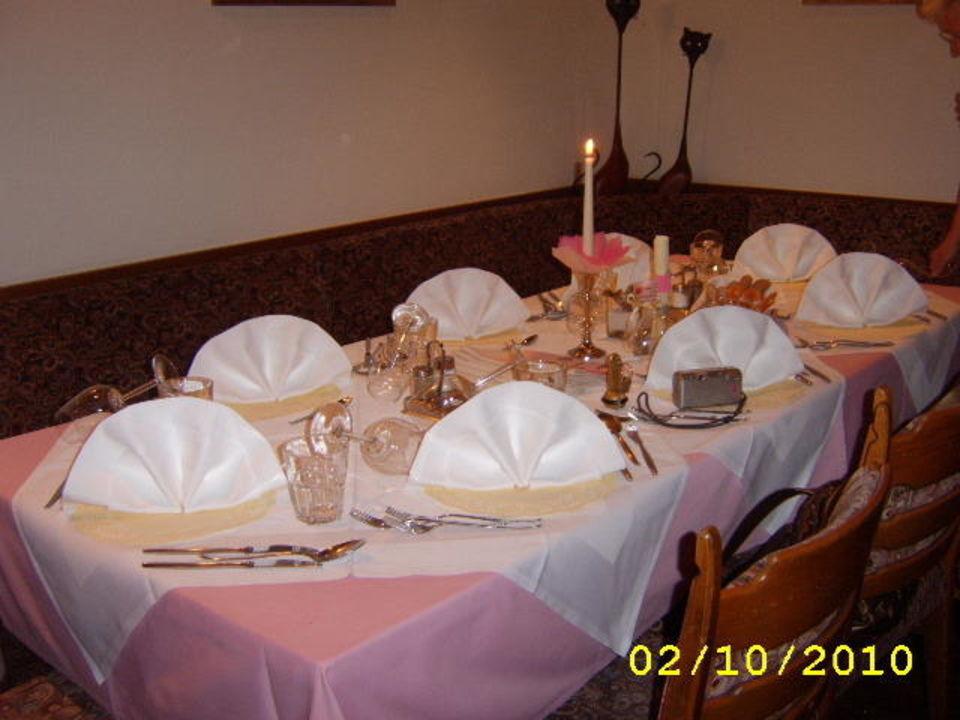 Wunderschön gedeckter Tisch Hotel Rastbichler