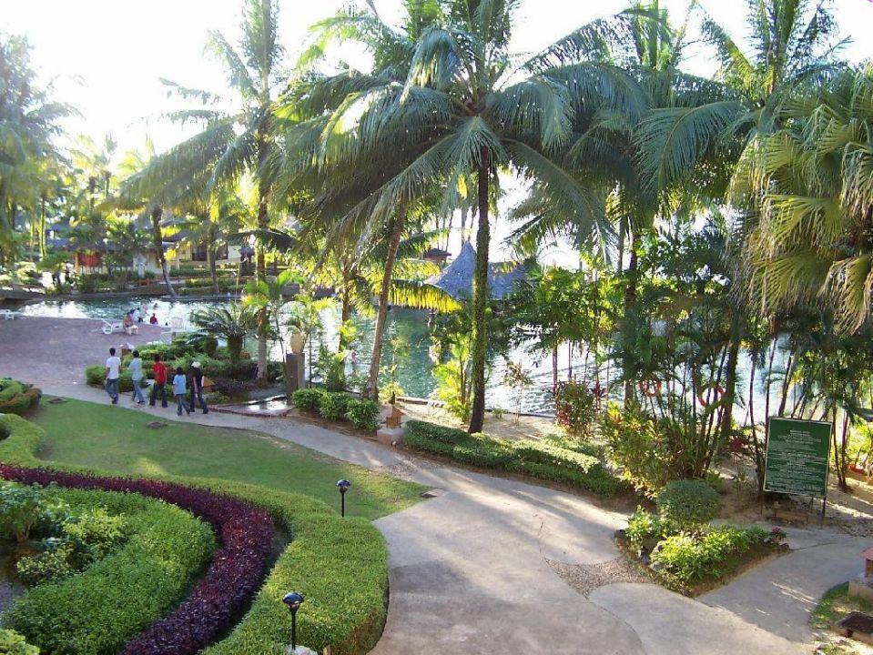 Poolanlage (nur ein Teil davon) Hotel Damai Puri Resort & Spa
