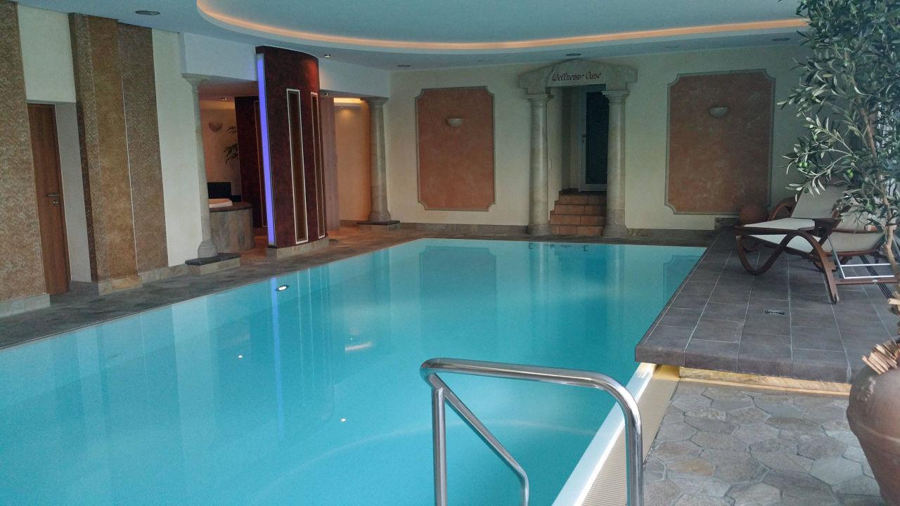 schwimmbad mit t r zum saunabereich hotel noltmann peters bad rothenfelde holidaycheck. Black Bedroom Furniture Sets. Home Design Ideas