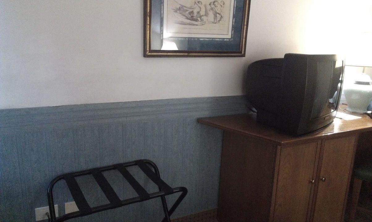 Подставка для чемодана Art Deco Hotel & Suites