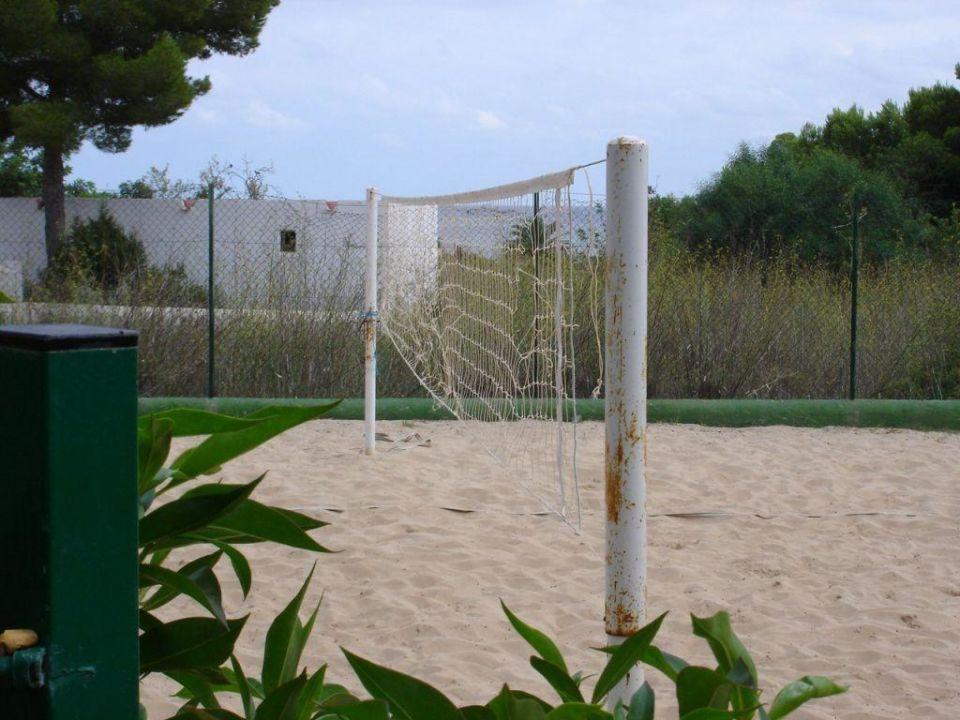 Beachvolleyballplatz mit defektem Netz TUI MAGIC LIFE Club Cala Pada